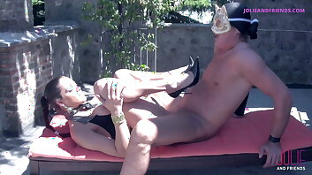 HORNY GUY FUCKING A SMOKING HOT BRUNETTE SHEMALE OUTDOOR